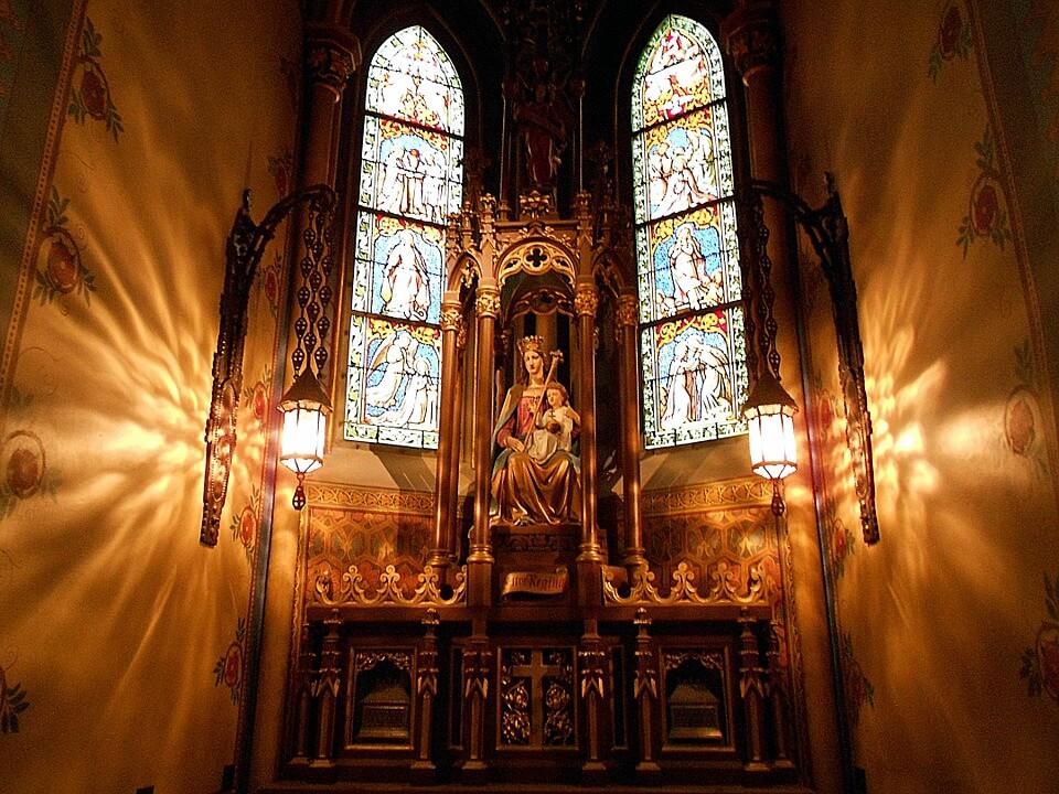 najpopularniejsze dewocjonalia które można spotkać w kościele