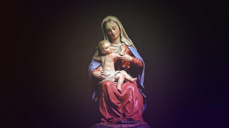 przepiękna figurka matki boskiej